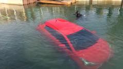 coche-en-lago-canada