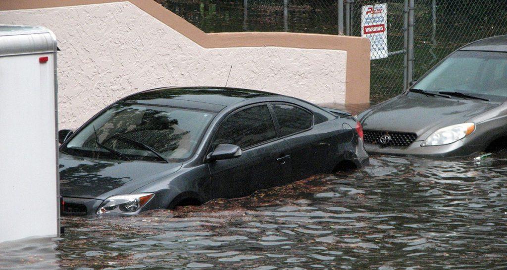 seguro de coche inuncacion y lluvia